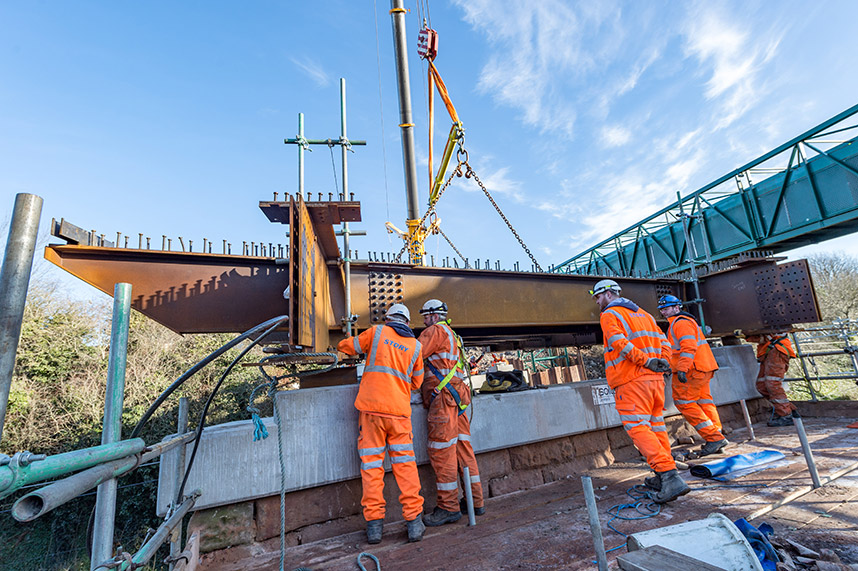 Story Contracting successfully replaces London rail footbridge
