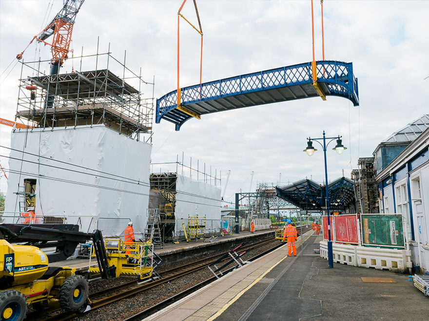 Successful bridge lift at Stirling Station